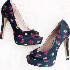 Betsy Johnson Kenedy Black Floral Pin Up Pumps 8